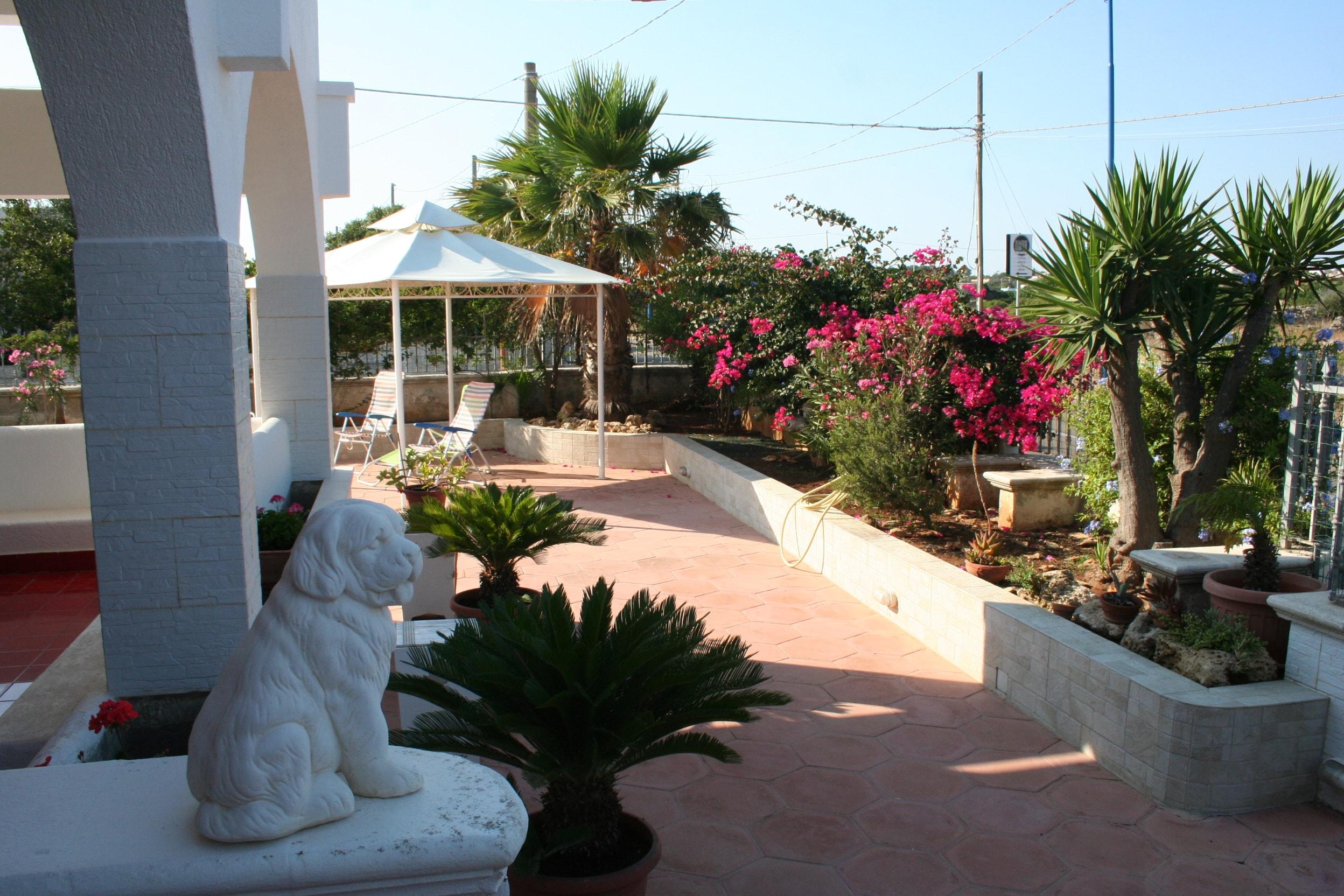 Bellissima villa libera su tre lati a pochi passi dal mare