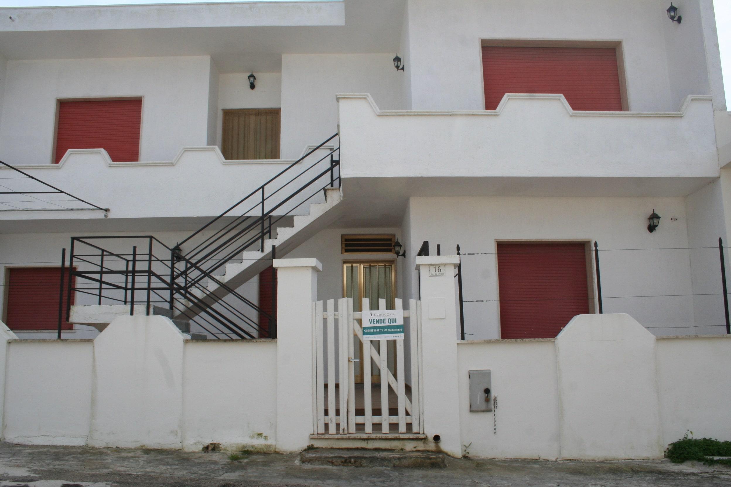 Blocco di cinque appartamenti a pochi metri dal mare